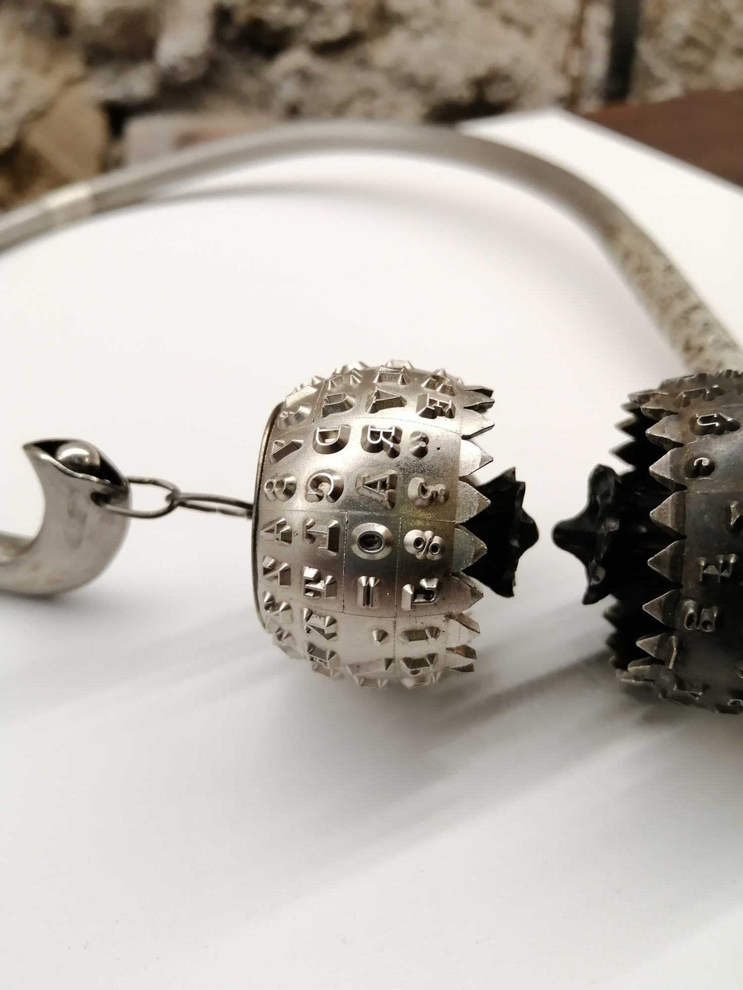 Glauco Cambi, collana In Touch, titanio, argento, acciaio