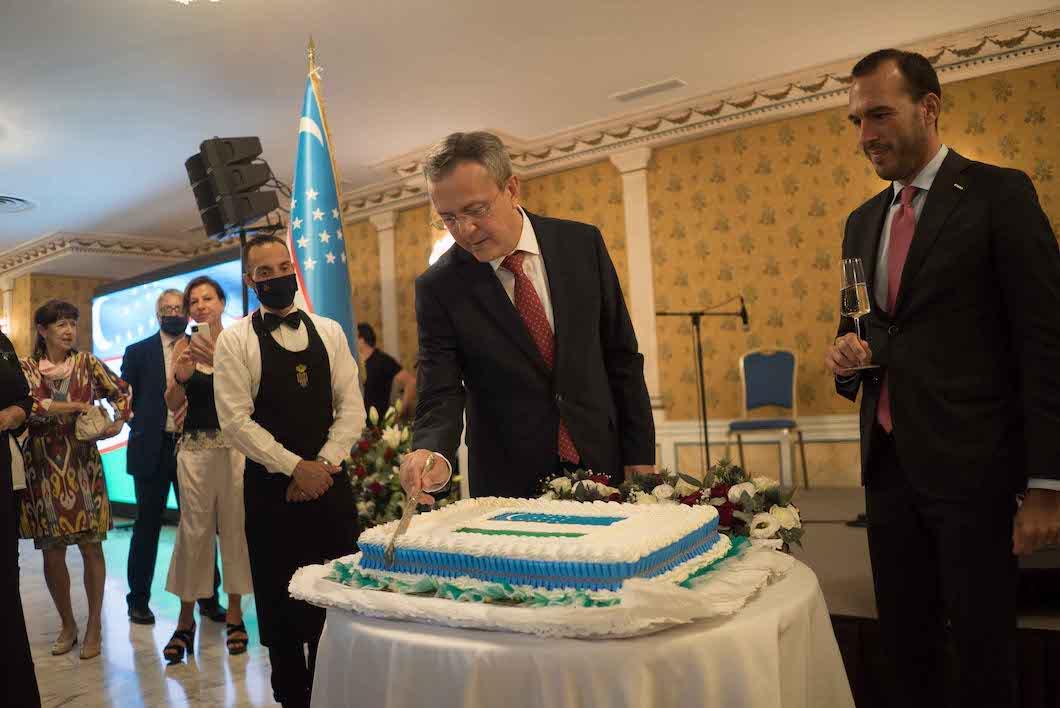 L'Ambasciatore dell'Uzbekistan in Italia Otabek Akbarov e il Sottosegretario di Stato del Ministero degli Affari Esteri e della Cooperazione Internazionale Manlio Di Stefano