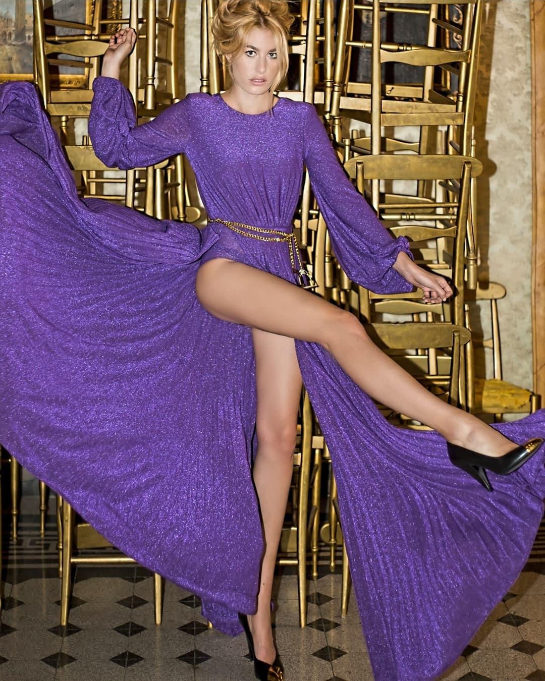 Angelica Preziosi che gambe! Splendida